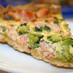Пирог с лососем, брокколи и сыром