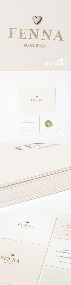 Lief geboortekaartje met houten hartje voor een meisje_letterpers_letterpress_perzik_goud_uniek_stijlvol_simpel_grafisch_hout_origineel_klassiek_typografie_geburtskarte_birthannouncement #www.studiokuuk.nl