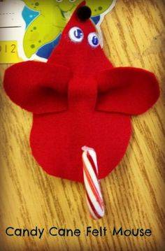 Candy cane felt mouse is a cute craft idea for kids!
