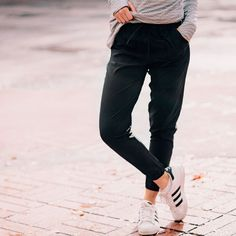 Try This Fashionable 40 Albion Fit Workout Outfit - Nona Gaya Albion Fit, Travel Pants, The Draw, Friends Mom, Style Me, Joggers, Personal Style, Black Jeans, Skinny Jeans