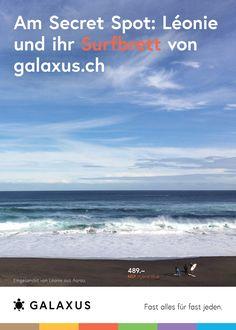 Am Secret Spot: Léonie und ihr Surfbrett von Galaxus #GalaxusLive #Werbung #Anzeige #Plakat #Inserat #Surfen #Galaxus Live, Beach, Water, Outdoor, Advertising Campaign, Surfing, Advertising, Poster, Gripe Water