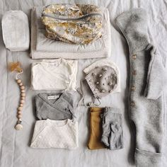 De belles matières, des coloris tous doux, et le béguin popcorn beige dans la valise de maternité ✌️ thanks you so much @annalandstedt