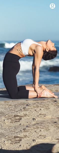 Women's run, training, and yoga gear to keep you covered and comfortable no matter how you like to sweat. Shop for workout clothes or travel clothes for women. Yoga Flow, Yoga Meditation, Yin Yoga, Yoga Inspiration, Fitness Inspiration, Yoga Fitness, Health Fitness, Yoga Pictures, Beach Yoga