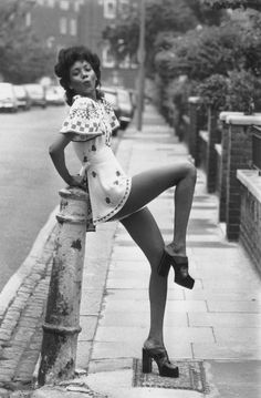 London 70s fashion, lovin the platforms || Desert Lily Vintage ||