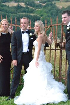 Paige&Tyler#weddingdestinationinitaly#romantichouse#italiancoubntryside#locationmatrimonibologna#fienile#www.cabiancadellabbadessa.it#