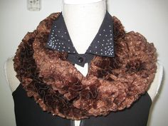 Elegance Knitting Ruffle Scarf Giltz Brown by MinnieCreation, €19.32