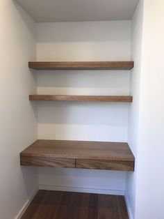 Easy Pretty Plywood Shelves is part of diy-home-decor - A DIY tutorial for making easy and pretty plywood shelves for your linen closet Make your closet organized, functional and user friendly with shelves Alcove Desk, Desk Nook, Alcove Shelving, Wall Nook, Wall Tv, Plywood Shelves, Desk Shelves, Shelves For Closet, Making Shelves