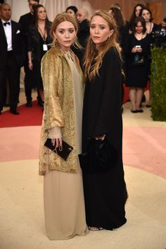 Mary-Kate & Ashley Olsen Attend Met Gala 2016 Together: Photo Mary-Kate and Ashley Olsen arrive in style for the 2016 Met Gala held at the Metropolitan Museum of Art on Monday (May in New York City. The actresses-turned-fashion… Mary Kate Ashley, Celebrity Red Carpet, Celebrity Look, Celebrity Dresses, Ashley Olsen Style, Olsen Twins Style, Gala Dresses, Red Carpet Dresses, Nice Dresses