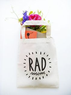 homemade Mother's Day gifts: Homemade rad mom totebag | oh happy day