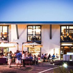 Ristorante VinCantiamo - Legnago (VR) - 2008-2013  http://studioathesis.it/vincantiamo  #StudioAthesis #architecture #interiordesign #restourant #vincantiamo #legnago #verona #black #gold #instacool #geometric #night #nightlife #instacool #instamood