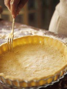 Pâte brisée vite faite : rapide et bonne, j'ai fait une tarte normale et une petite avec le reste de pâte. Elle était assez épaisse, peut être tenter plus fine la prochaine fois .