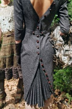 Pleated Back Details