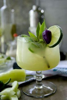 Spicy Thai Basil Cucumber Cocktail Exotic destination in glass anyone? Spicy Thai Basil Cucumber Cocktail is a sweet way to enjoy the heat of late summer! Hot cool and refreshing The post Spicy Thai Basil Cucumber Cocktail appeared first on Getränk. Aperitif Cocktails, Summer Cocktails, Cocktail Drinks, Cocktail Recipes, Refreshing Cocktails, Liquor Drinks, Bourbon Drinks, Cocktail Ideas, Drink Recipes
