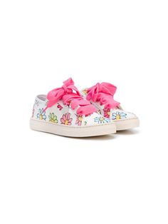 ¡Consigue este tipo de deportivas de MONNALISA ahora! Haz clic para ver los detalles. Envíos gratis a toda España. Monnalisa - Floral Print Sneakers - Kids - Canvas/Rubber - 30: High quality kidswear brand, Monnalisa fuses innovation with sustainability, producing socially responsible garments in pretty patterns and fun cartoon prints. These white canvas floral print sneakers from Monnalisa feature a round toe, a lace-up front fastening, a branded insole and a rubber sole. Size: 30…
