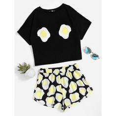 Fried Egg Print Top With Shorts Pajama Set (1.170 RUB) ❤ liked on Polyvore featuring black