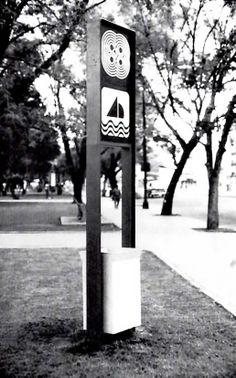 Estructura de metal multiuso con el símbolo de los deportes y la canasta de la basura. 1968 Juegos Olímpicos de Verano, México DF -  Multipurpose metal frame with sports symbol and litter basket. 1968 Summer Olympics in Mexico City
