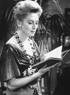 London 1961 - Deborah Kerr and Allan Cuthebertson in a trilogy of short plays being filmed in London studio. British Actresses, Hollywood Actresses, Actors & Actresses, Old Hollywood Stars, Hollywood Style, Hollywood Icons, Classic Hollywood, Night Of The Iguana, Deborah Kerr