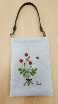 Embroidery Flowers Pattern, Embroidery Bags, Embroidered Flowers, Cross Stitch Embroidery, Handmade Bags, Handmade Crafts, Applique Stitches, Japanese Bag, Diy Handbag