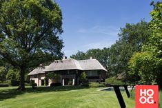 Karaktervolle villa in groene rand rond Antwerpen - Hoog ■ Exclusieve woon- en tuin inspiratie. Modern Architecture, Gazebo, Outdoor Structures, Barns, Outdoor Decor, House, Design, Home Decor, Kiosk
