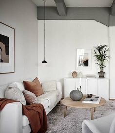 Minimal beige home # living accessories Minimal beige home - about Coco Lapine Design . Living Tv, New Living Room, Home Living, Living Room Decor, Modern Living, Small Living, Living Room Trends, Living Room Inspiration, Living Room Designs