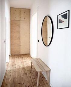 Umbra HUB MIRRORのご紹介です。何もない壁に、モダンなインテリアとして機能する壁掛けの鏡をアクセントにして、ご自宅のデザインを高めましょう。この洗...