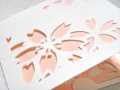 桜のメッセージカードを型紙化 | 切り絵を楽しむ Cardboard Crafts, Paper Crafts, Quilling Paper Craft, Pop Up Cards, Origami, Daisy, Templates, Drawings, Flowers