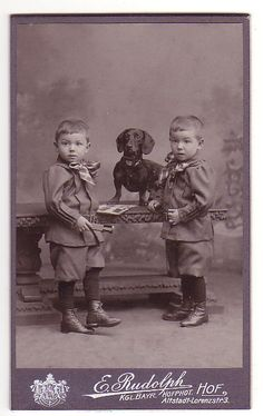 Victorian twin boys and a dachshund Vintage Dachshund, Dachshund Art, Dachshund Puppies, Vintage Dog, Dachshunds, Victorian Photography, Cute Animal Drawings Kawaii, Dog Rooms, Old Dogs