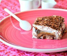 Δεν υπάρχει αυτό το γλύκο!Προφιτερολ έχουμε φάει πολλές φορές,προφιτερολ σε γλυκο ταψιου ομώς;Θα σας αφήσει με το στόμα ανοιχτό!! Υλικά 1 μονό πακέτο φρυγανιές 3/4 κούπας γάλα 1 κ.σ. άχνη για την κρέμα 350 γρ. μαργαρίνη 250 γρ.σοκολάτα κουβερτούρα 4 κ.σ. κακάο 1 1/4 …