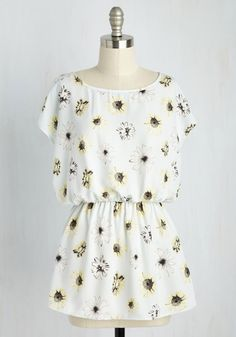 Courtyard Courtesies Top in Daisies. Youre the host with the most, and clad in this printed blouse youve got the panache to match! #white #modcloth