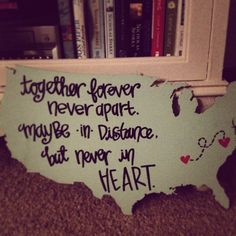 super cute if you're in a long distance love or friendship Cute Crafts, Diy And Crafts, Arts And Crafts, Party Crafts, Nicholas Sparks, Long Distance Love, Long Distance Friends, Picture On Wood, Crafty Craft