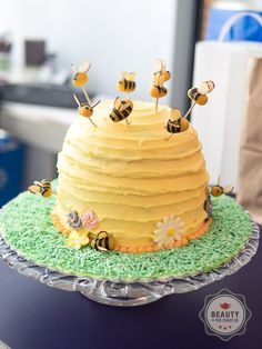 Bumble Bee cake: This bee-utiful cake is a moist cake with delicate natural flavours of banana and honey in a cute bee hive theme.