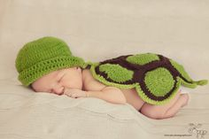 Newborn photography- cute turtle crochet prop, Vienna, Austria