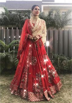 I bet all of you at some point of time have wondered what is Priyanka Chopra Sabyasachi Lehenga Cost? Indian Bridal Outfits, Indian Bridal Lehenga, Indian Bridal Fashion, Pakistani Bridal Dresses, Indian Dresses, Indian Bridal Wear, Wedding Dresses, Sabyasachi Lehenga Cost, Red Lehenga