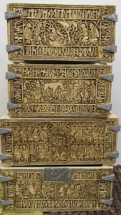 The Franks casket, all four sides. Ancient Runes, Ancient Art, Anglo Saxon Tattoo, Symbol Of England, Anglo Saxon History, Nordic Tattoo, Viking Art, Picts, Medieval Art