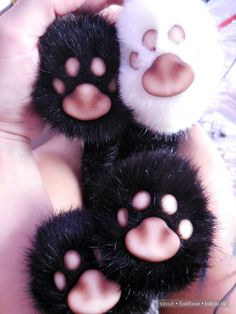 Здравствуйте. Доделала я сегодня кота по мотивам одной старой игрушки: Черных зверей фоткать это наказание какое-то. Ну и еще чуть-чуть