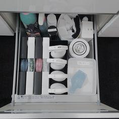 Instagram media by camiu2828 - * * 2015.4.6 . 白の日ですね♡( •ॢ◡-ॢ)-♡ しかし白写真は以前載せたのでネタはなく… . なので普通に#食洗機 下の#収納 . 食洗機下というだけあって熱や湿度の影響が少なからずある場所なのでここは#お掃除 道具いれになってます☺︎ . 漂白剤ボトルのオサレなピンクとブルーのボトルはなんとかしたいけど液漏れが怖くてこのまま♡ オススメボトルあったらぜひ教えてください . . . #myhome#monotone#whiteinterior#white#interior#blackandwhite#daiso#100均#我が家#白黒#白の日 #白黒界#白黒病#掃除界#収納整理#整理収納#整理整頓#収納整理部#整理#ダイソー#CamiuKitchen#Camiu収納