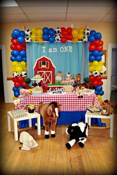 Fun display at a farm birthday party! See more party planning ideas at… Party Animals, Farm Animal Party, Farm Animal Birthday, Cowboy Birthday Party, Farm Birthday, Boy Birthday Parties, Birthday Ideas, Farm Themed Party, Barnyard Party