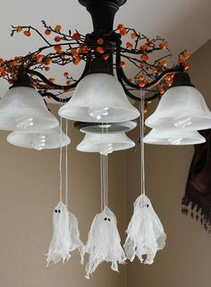 Im thinking I could recycle some dryer sheets to make these. DIY Halloween : DIY Hanging Ghosts : DIY Halloween Decor - Home Decorating Magazines Spooky Halloween, Halloween Party Decor, Holidays Halloween, Halloween Crafts, Happy Halloween, Vintage Halloween, Halloween Drawings, Halloween Quotes, Halloween Desserts