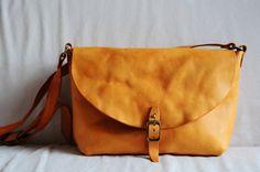Cosido a mano ligera decoloración marrón cuero bandolera / llevar en el bolso