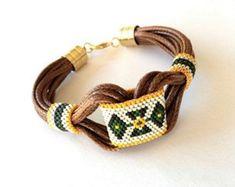 Braccialetto tribale, braccialetto Hippie, Boho bracciale, gioielli Gypsy, Aztec bracciale, gioielli Peyote, Bracciale in pelle, perline, bracciale di GULDENTAKI