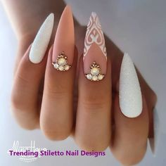 Do you want to try more bold and edgy nails? Then fine stiletto nails are your best choice. Check these amazing nail galleries together Edgy Nails, Bling Nails, Stylish Nails, Best Acrylic Nails, Acrylic Nail Designs, Acrylic Art, Nail Swag, Bridal Nails, Wedding Nails