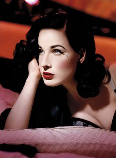 LA burlesque dancer, Dita Von Teese is taking many steps on her road to world domination. We take a look at our fave Dita Von Teese 2011 moments. Dita Von Teese, Pin Up Makeup, Cat Eye Makeup, Makeup Looks, Hair Makeup, Crazy Makeup, Christina Perri, Divas, Hollywood Glamour