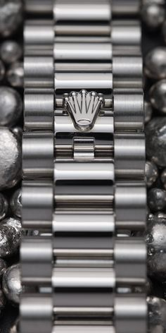 Exclusive to Rolex, the President bracelet in platinum with Crownclasp ensures an elegant and secure fit at all times.