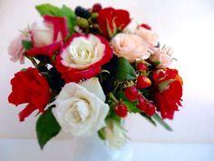Интерьерные композиции ручной работы. Букет садовых роз из холодного фарфора с ягодами. Юлия Алейникова (ЦветАлейка). Ярмарка Мастеров. Ежевика