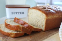 This honey wheat bread is made from a combination of whole wheat and white flour and is sweetened with honey. Makes 2 loaves. Best Honey Wheat Bread Recipe, White Whole Wheat Bread Recipe, Amish White Bread, Homemade White Bread, Bread Recipe Video, Bun Recipe, English Muffin Bread, Homemade Strawberry Jam, Fresh Bread