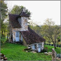 small cottage...worthy of a fairytale. Oh my gosh, the character blossoming out of this sweet little house <3