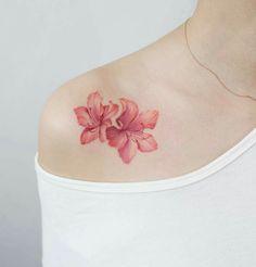 Tatto flores en el hombro