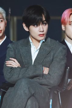 Outside The Box ✦ Kim Taehyung - Min Yoongi Daegu, Steve Aoki, Bts Bangtan Boy, Bts Jungkook, Boy Scouts, Bts Facts, V Bts Wallpaper, Hip Hop, Kim Taehyung