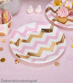 Mit diesen Papptellern im rosa-weiß-goldenen Chevron-Stil peppen Sie Ihre Tischdekoration hübsch auf. Rosa, weiße und glänzend goldene Zickzack-Str...