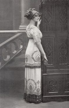 Fashion of The 1900s   http://www.vintag.es/2013/03/fashion-of-1900s.html#more